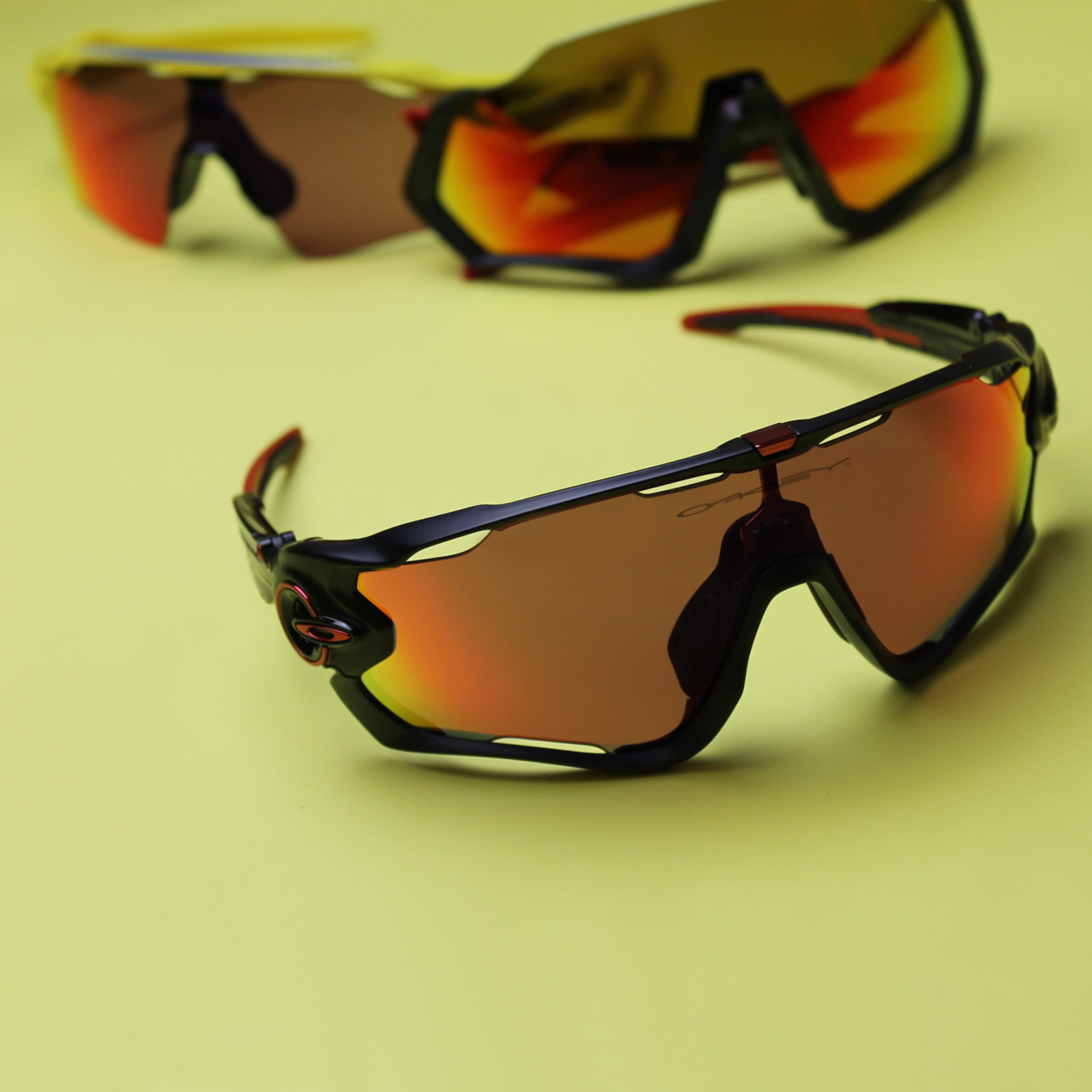 Oakley Jawbreaker Sunglasses for Mountain Biking | EyeWearThese.com
